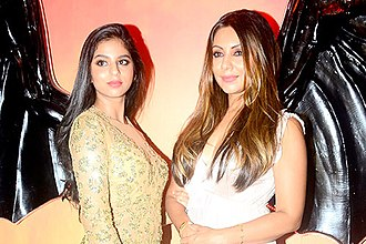 Gauri Khan - Gauri with her daughter Suhana Khan in an event in 2017.
