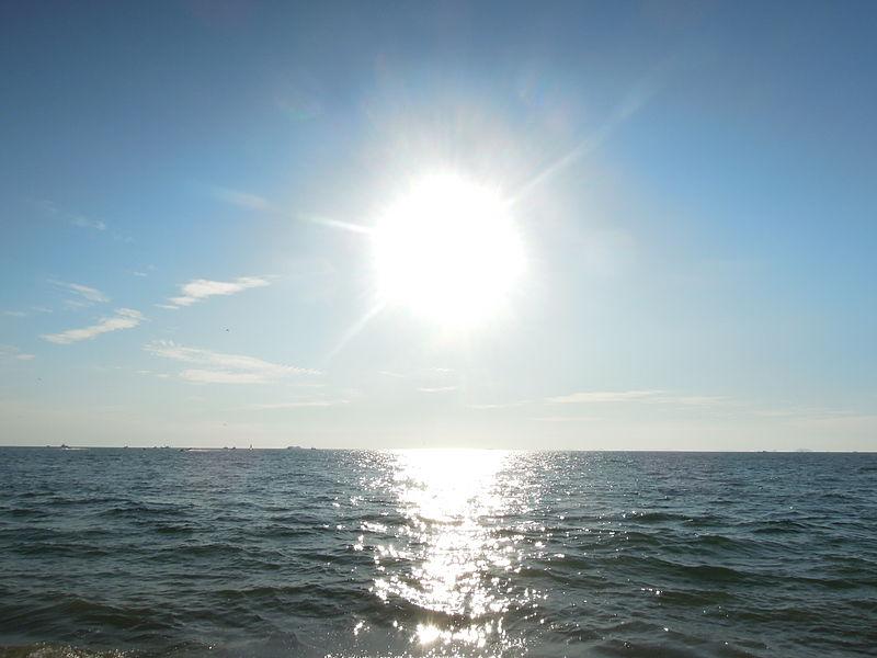 File:Sun in ocean.JPG