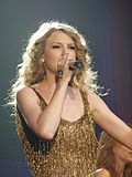 Taylor Swift 04 - Live in Paris - 2011.jpg