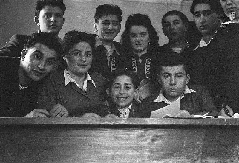 File:Tehuis in Duitsland voor Joodse mensen, die ontslagen zijn uit concentratiekampe, Bestanddeelnr 901-5577.jpg