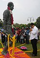 The Minister of State for Skill Development, Entrepreneurship, Youth Affairs and Sports (Independent Charge), Shri Sarbananda Sonowal paying homage at the statue of Hockey Legend, Late Major Dhyan Chand.jpg