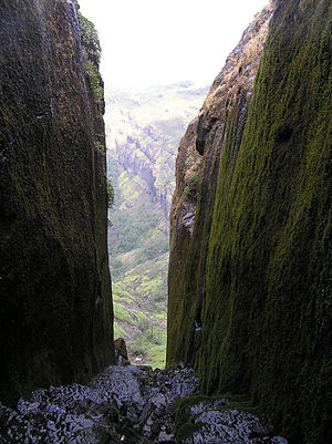 The steep way down from the Tryambak darwaza. ...
