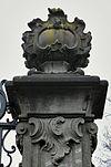 toegangshek gezien vanaf de weg, rechter zandstenen pijler, detail bekroning - nieuwersluis - 20340418 - rce