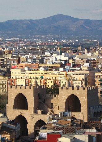 https://upload.wikimedia.org/wikipedia/commons/thumb/9/9c/Torres_serrans_calderona.jpg/330px-Torres_serrans_calderona.jpg