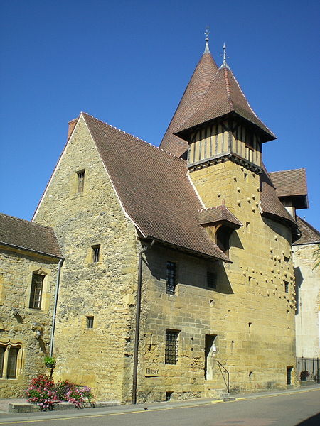 File:Tour du Moulin.jpg