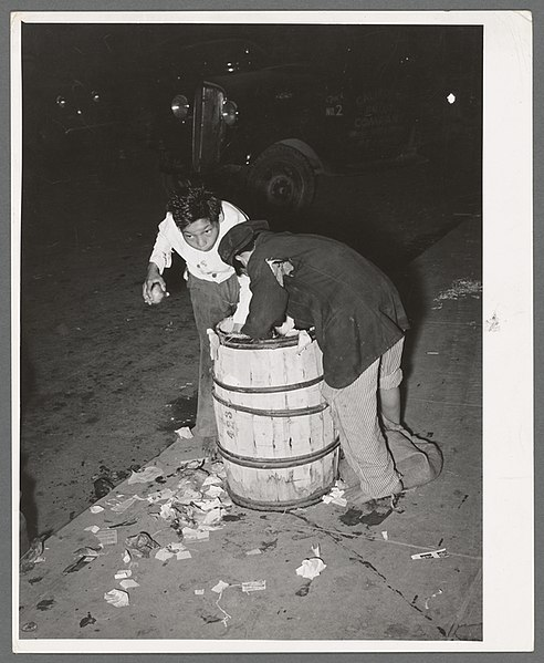 File:Two young Mexican boy scavengers at early morning market. San Antonio, Texas.jpg