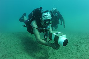 Underwater searches - US Navy diver training in the use of a hand held sonar device
