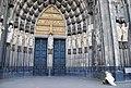 Um anjo na porta da catedral (6267243062).jpg