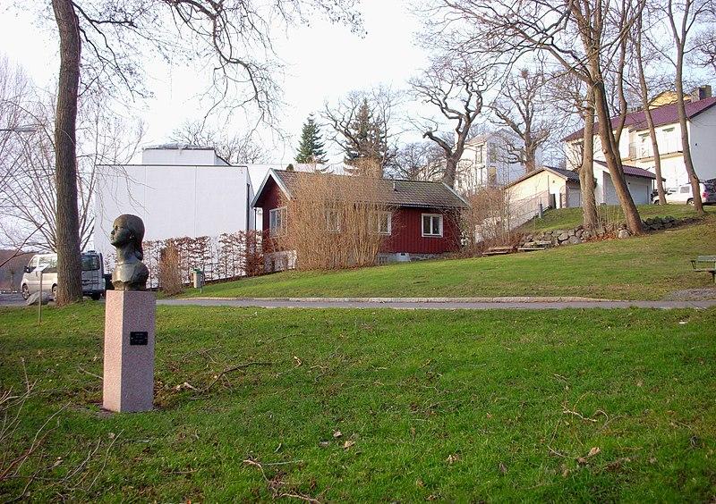 Värdshusparken Stora Essingen 2011b.jpg