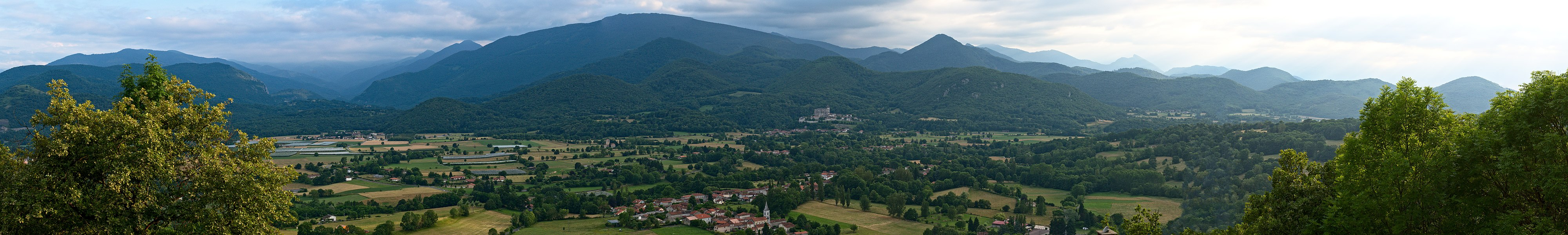 Panoramic of the valley of Comminges, seen from North
