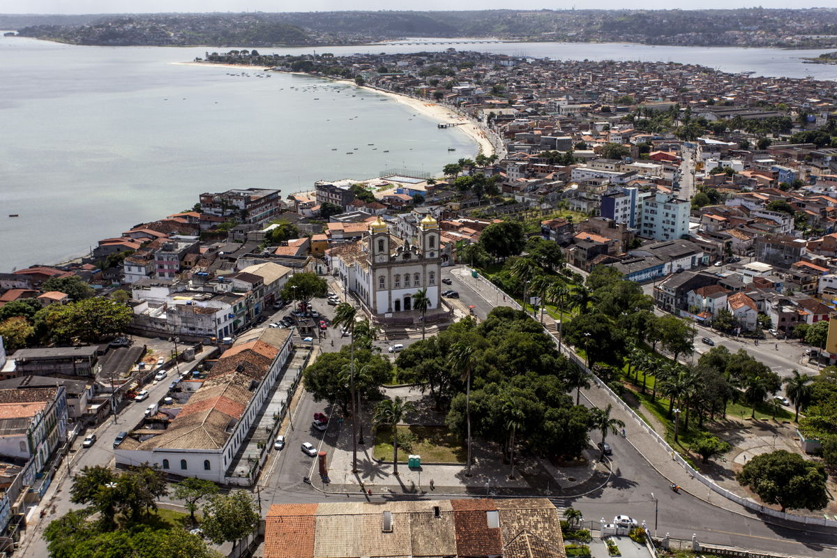 the trade practices in salvador bahia They sacked bahia and even captured the capital salvador for a brief period (1604) the dutch also attacked the portuguese african possessions this was an attmpt to seize control of the profitable slave trade which at the time was dominated by the portuguese.