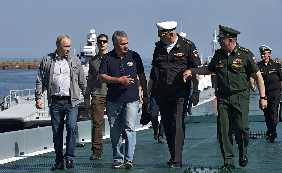 Vladimir Putin inspection of submarine sunk during Great Patriotic War 09.jpg