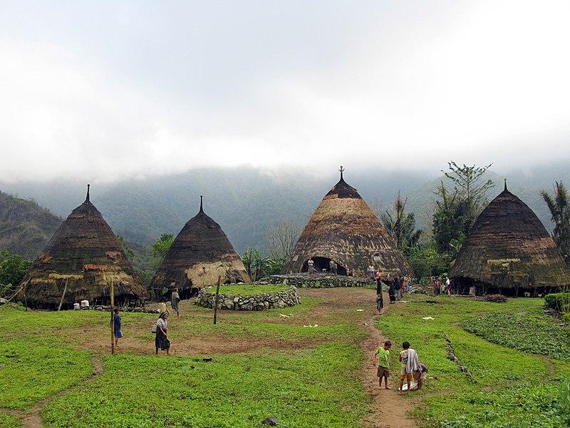 Mbaru Niang rumah adat Flores di desa Wae rebo Flores