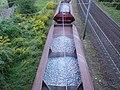 Wagons-trémie de ballast, sur un canton, vus d'un pont.jpg
