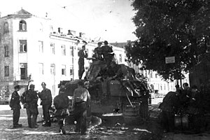 "Gęsiówka - Soldiers of the ""Wacek"" armoured platoon of the ""Zośka"" battalion on the corner of Okopowa and Żytnia Street - 2 August 1944"