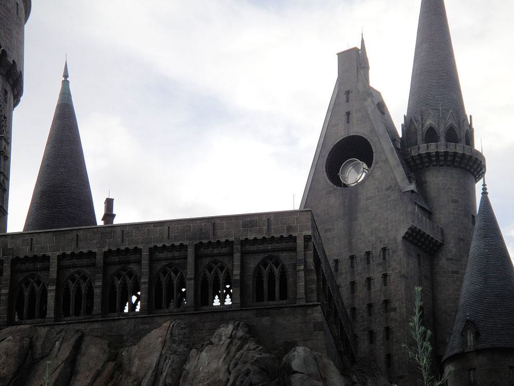 Wizarding World of Harry Potter - Hogwarts (5013550317).jpg
