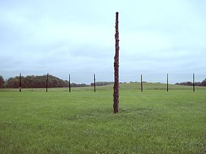 Timber circle - The reconstructed Cahokia Woodhenge III, aligned from the center post to the equinox sunrise position