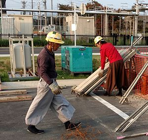 Tobi trousers - Two workers wearing tobi pants and jika-tabi