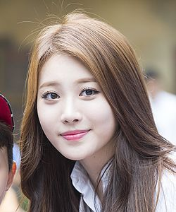 Yura at an event for Everland Korea, 7 June 2014 04.jpg