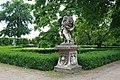 Zámek Slavkov u Brna - socha v parku 2.jpg