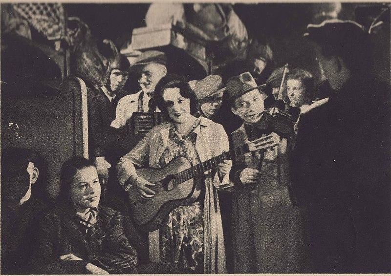 """Photo du film """"Zakazane piosenki"""" sur les chansons de résistants pendant la guerre."""
