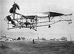 Étienne Œhmichen sur l'Oehmichen Helicopter No. 2, le 4 mai 1924 à Valentigney (vol d'1 km en circuit fermé).jpg