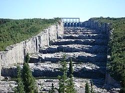 Les barrages dans Google Earth - Page 2 250px-%C3%89vacuateur_de_crues_R-B
