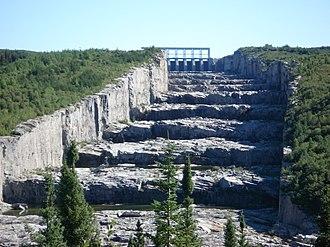 Hydro-Québec - Image: Évacuateur de crues R B