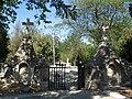 Братское кладбище ворота.jpg