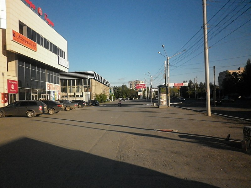 "File:Бульвар Гагарина, ВЦ ""Пермская ярмарка"" -август, 2011 - panoramio.jpg"