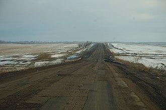 Battle of Debaltseve - The Debaltseve to Artemivsk highway, surrounded by open steppe.
