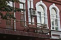 Здание гимназии, окна второго этажа.jpg