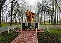 Пам'ятник 58 воїнам – односельчанам, загиблим на фронтах ВВВ Гуменне біля бібліотеки.JPG