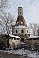 """Симонов монастырь, башня """"Солевая"""" изнутри монастыря - panoramio.jpg"""