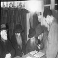 אורון נושאים- שידור רדיו של ה- .P.B.C מבית זקנים בירושלים ( 1933) ( השדרן לוב-PHO-1355405.png