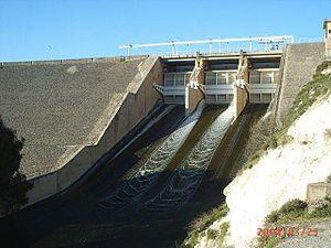 Al-Rastan Dam - Image: سد الرستن