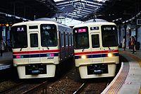 京王9000系電車@京王稲田堤駅.JPG