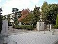 岡山市立岡北中学校正門.jpg
