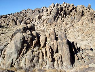 Alabama Hills - Typical rocks in Alabama Hills