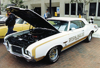 1972 Indianapolis 500 - Image: 1972 Hurst Olds Pace Car