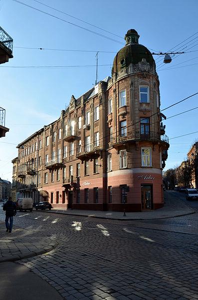 Будинок № 1 на вулиці Коцюбинського у Львові. Автор фото — Aeou, ліцензія CC-BY-SA-4.0