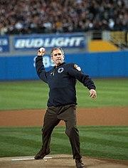 ブッシュ大統領によるワールドシリーズの始球式(2001年)