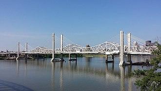 Abraham Lincoln Bridge - The Abraham Lincoln Bridge viewed from the Big Four Bridge