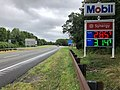 2018-07-22 09 09 55 View north along New Jersey State Route 445 (Palisades Interstate Parkway) at the service plaza in Englewood Cliffs, Bergen County, New Jersey.jpg