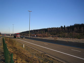 European route E42 - The most easterly of the Belgian stretches of the E 42 doubles with the recently upgraded Autoroute A27
