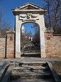 A Podmaniczky család füvészkertjének bejárati kapuja, 2019 Aszód.jpg