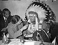 Aankomst Indianenopperhoofd Ozenonton (Schiphol), Bestanddeelnr 903-3694.jpg