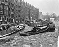 Aanvoer kolen in de Achtergracht te Amsterdam, Bestanddeelnr 914-7124.jpg