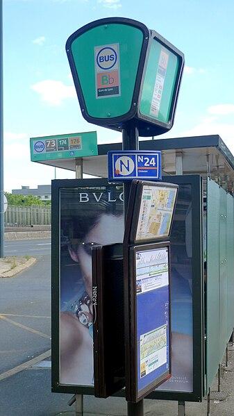 File:Abri-bus & poteau d'arrêt RATP (PUTEAUX, FR92).jpg