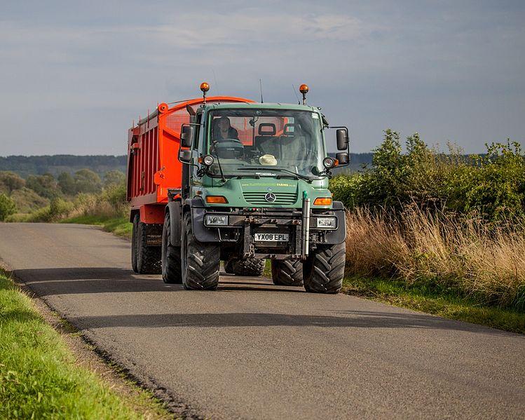 File:Agrar Unimog 405 UGN U400 - agriculture in the UK.jpg